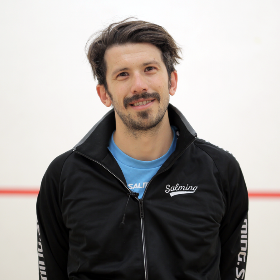 jethro binns in salming squash kit
